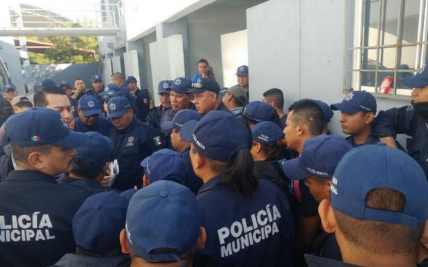 Policías de Iguala inician paro de labores indefinido