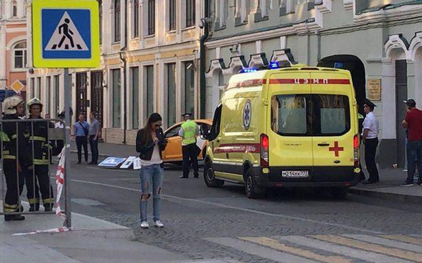 Taxi atropella a multitud en Moscú; hay tres mexicanos entre los heridos
