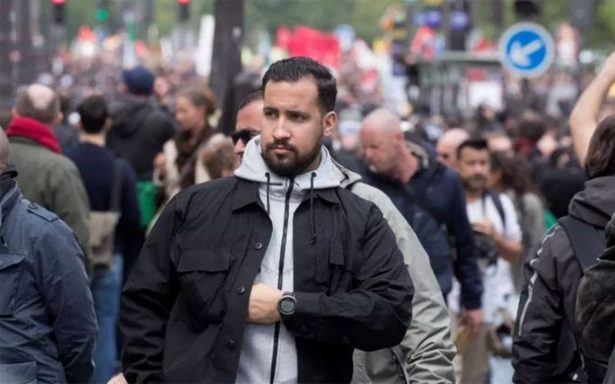 Detienen a jefe de seguridad de Macron que golpeó a manifestantes