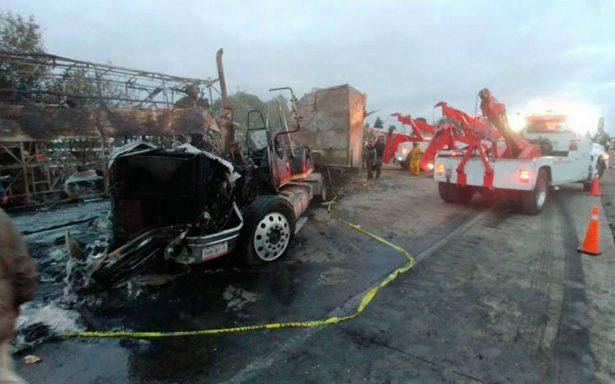 Luego de cinco horas reabren la México-Querétaro tras accidente de tráiler