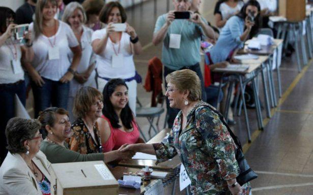 Bachelet llama a los chilenos a votar en la segunda vuelta presidencial