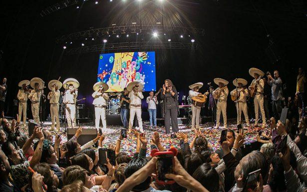 Gaynor celebra su cumpleaños con concierto y mariachi
