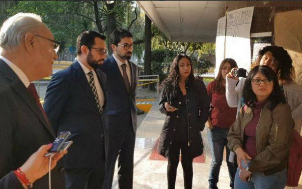 Autoridades y alumnos del IPN mantienen diálogo por instalaciones tomadas