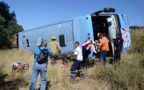 Vuelca camión de peregrinos; hay 12 lesionados