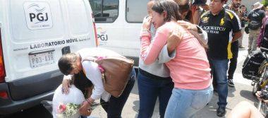 [Video] Mientras suena alerta sísmica madres del Rébsamen rompen en llanto
