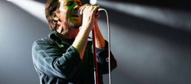 Eddie Vedder pierde completamente la voz y cancelan concierto de Pearl Jam