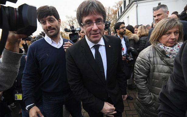Catalanes deben poder decidir si permanecen en la Unión Europea: Puigdemont