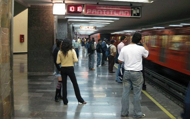 Hombre aborda vagón del metro Pantitlán y termina muerto