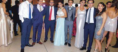 Celebran graduación con fiesta de gala