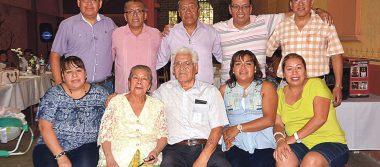 Festejan 53 años de casados