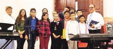 Alumnos del taller de música  dieron muestras de su avance