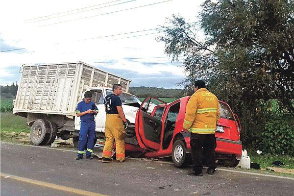 Aparatoso choque deja cinco lesionados