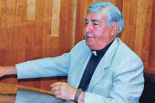 Acusa padre Gutiérrez por difamación a quien resulte responsable