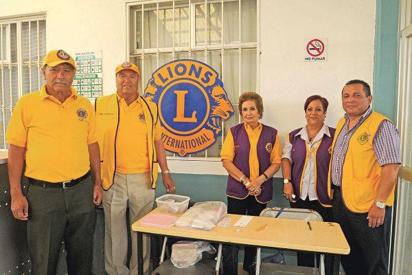 Entrega Club de Leones 100 de 250 lentes en Santa Rita