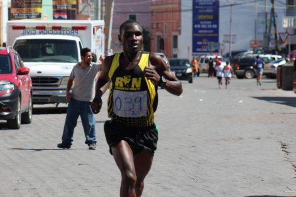 Ganan kenianos Maratón de San Luis de la Paz