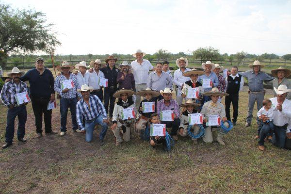 Entrega Unión de Cabalgadores reconocimientos por su quinto aniversario