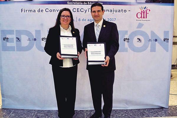 Alumnos del CECyTE darán servicio social en el DIF estatal