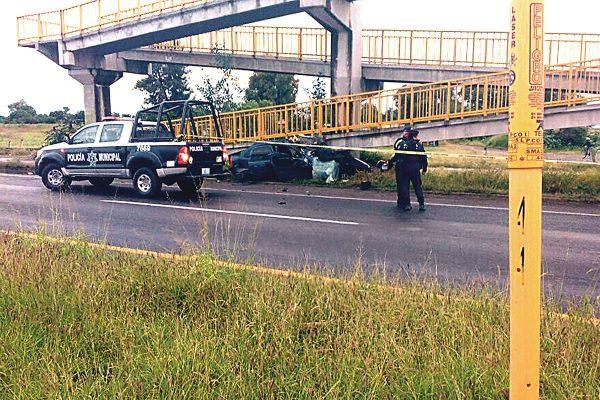 Muere policía  en accidente