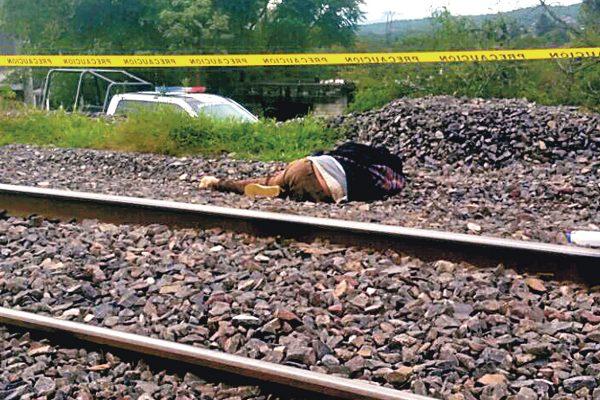 Murió septuagenario al caer del tren