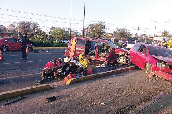 Tres lesionados y dos detenidos en accidente