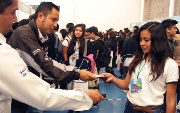 Participan jóvenes ludovicenses en foro de empleo