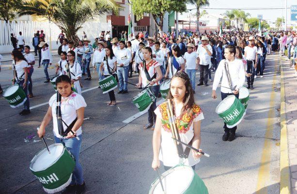 Conmemoran paz social con desfile