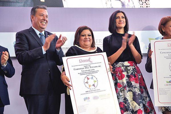 Certifican a dependencias contra la discriminación