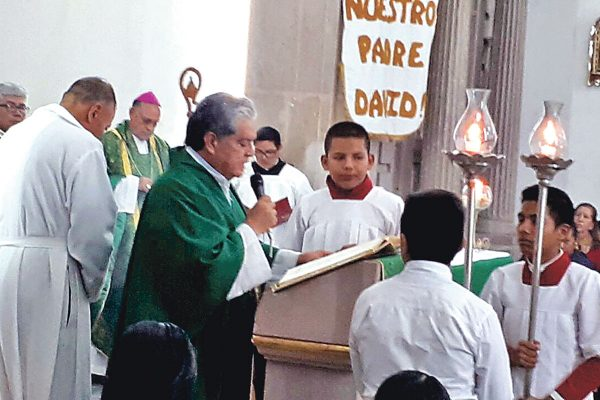Realizan cambios de párrocos en la diócesis