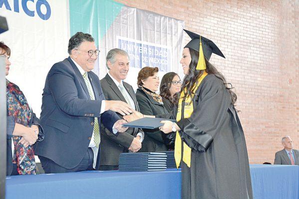 Se graduaron de la ULM 70 alumnos