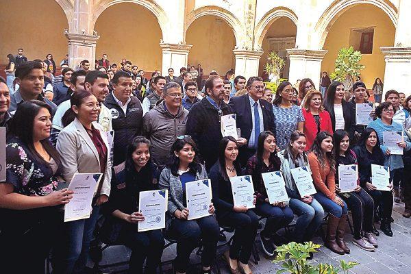 Reconoció municipio a 700 estudiantes por servicio social