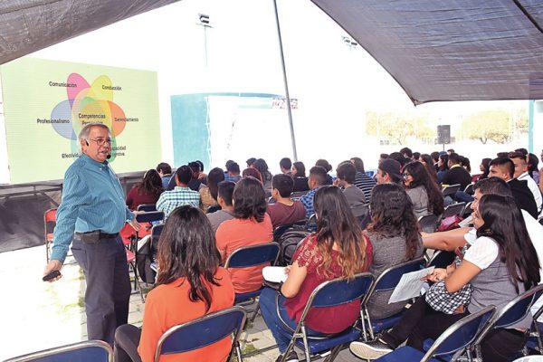 Participan 500 jóvenes en taller de Start Up
