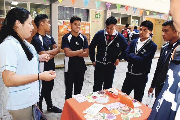 Participan mil alumnos en feria  de la salud