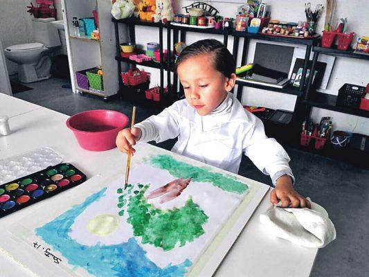 """Ayuda a niños con """"Terapia del arte"""""""
