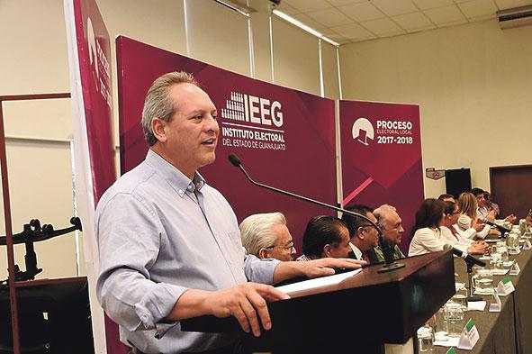 Se registran Camarena y Sánchez por gubernatura