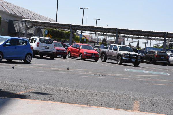 Analizan iniciativa para regular cobro en estacionamientos de centros comerciales