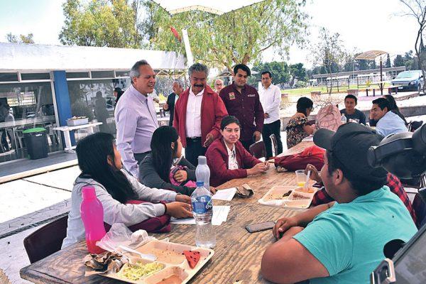 Candidato del PRI se reunió con estudiantes