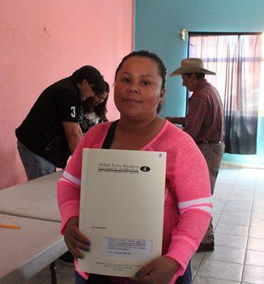 Habitantes de Doctor Mora cuentan con seguridad al recibir las escrituras de sus propiedades