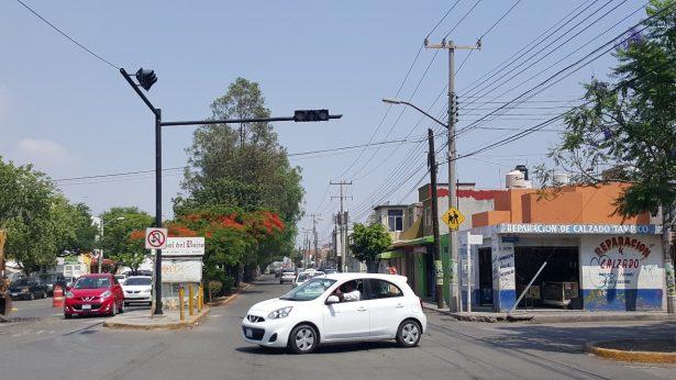 Semaforizan cruce de El Sauz y avenida México