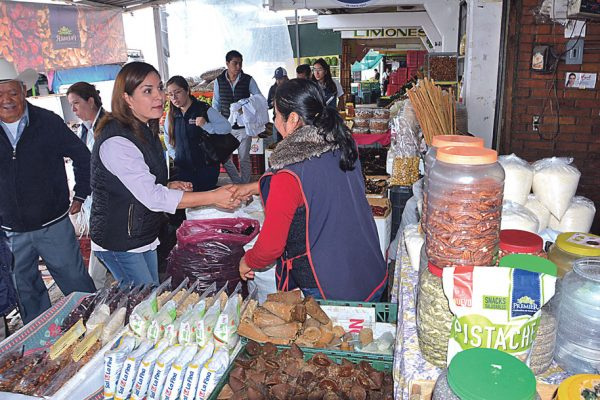 Piden mejorar calles del mercado de abastos