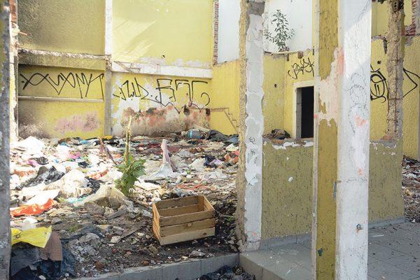 Predio en zona centro sirve como basurero