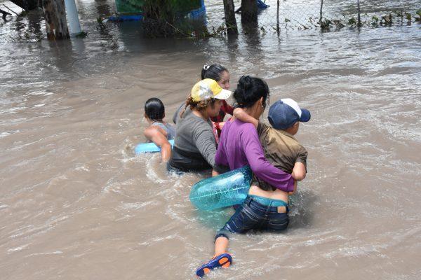 Afectaron lluvias a mil 900 personas y dañaron 600 casas