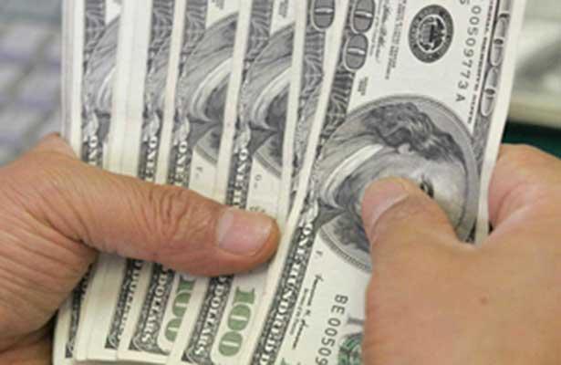Se vende dólar en 19.86 pesos, en espera de la decisión del Banxico sobre tasas