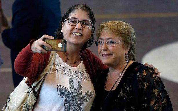 Michelle Bachelet vota y llama a los chilenos a hacer valer su elección