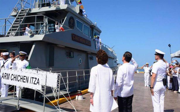 Peña Nieto abandera patrulla que combatirá delincuencia en zonas marinas