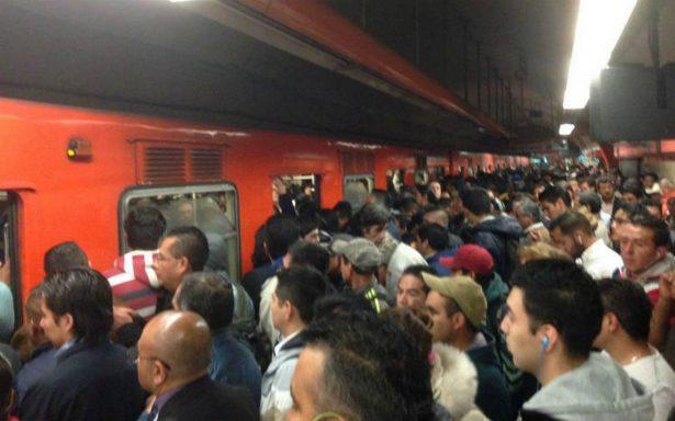 Abuso sexual en el Metro de la CDMX; mujer denuncia a joven por tocamientos