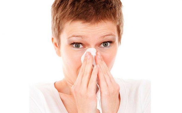 Esta es la peligrosa razón por la cual no debes aguantarte un estornudo