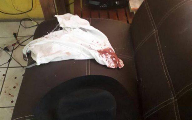Joven golpeado por municipales de Chihuahua se debate entre la vida y la muerte