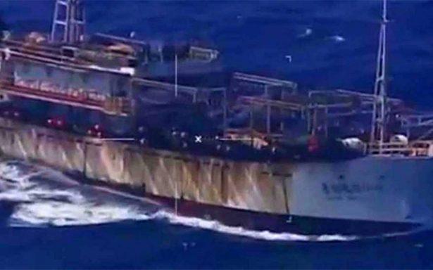 Colisión entre un barco chino y un petrolero deja 13 muertos