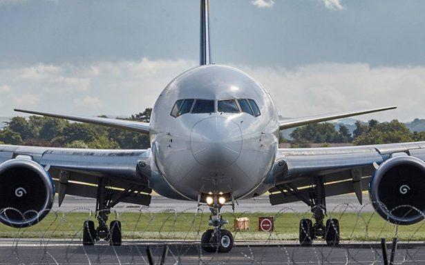 Drama en el aire: avión aterriza de emergencia ¿por una mujer engañada?