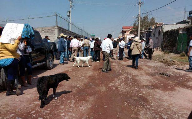 Habitantes de Atlatongo amenazan con linchar a reporteros